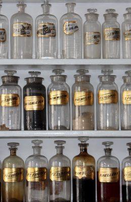 بررسی مؤلفه های طب سنتی در فضای معماری