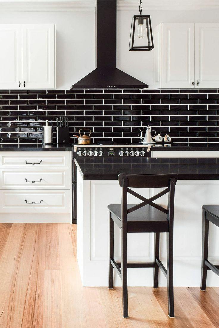 کابینت سفید قهوه ای در دکوراسیون آشپزخانه